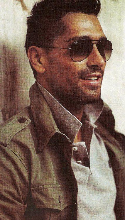#RayBan erkek güneş gözlükleri: https://www.alve.com/c/71/gunes-gozlugu/m/77/RayBan/f/12320/Erkek.html