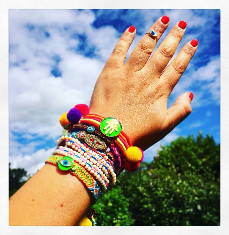 Hands up if you like our #danalevy arm party full of neons, friendship bracelets & pom-poms?!