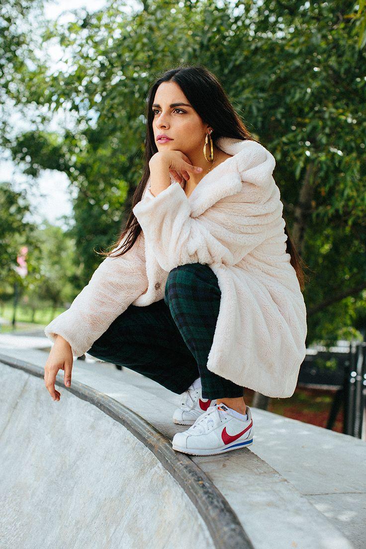 Entrevistamos a Girl Ultra, la chica sensación del R&B made in México   #zapatos #tenis #nike #cortez #moda #streetstyle #sneakers #shoes #athleisure #white