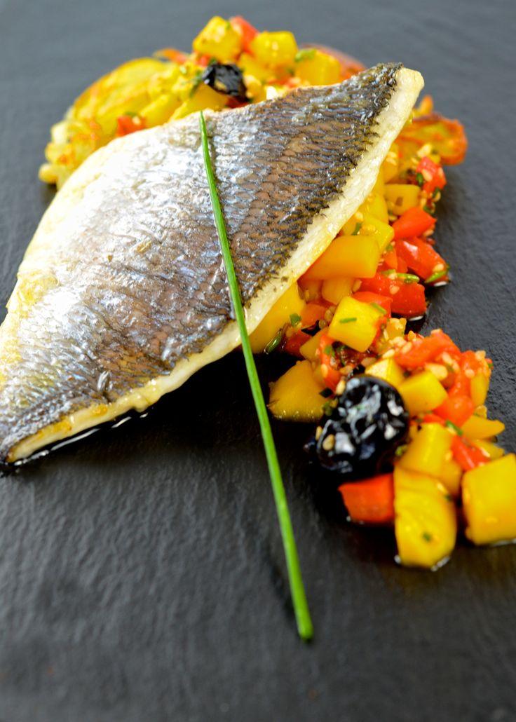 filet de daurade, tartare tiède de mangue et piment participez au cours => http://www.secretsdecuisine.fr/fr/cours-de-cuisine/1669-filet-de-daurade-tartare-tiede-de-mangue-et-piment.html