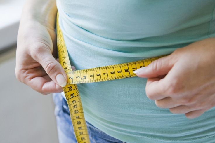 Waist circumference is an indicator of abdominal fat and your health risks. Find out what the maximum should be, how to measure it and what it means.