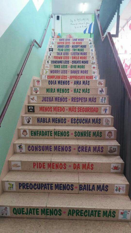 Resultado de imagen de escaleras con mensajes colegios for Decoracion de pasillo con escaleras