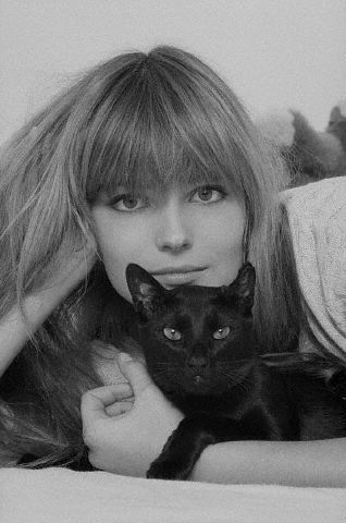 Paulina Porizkova and cat
