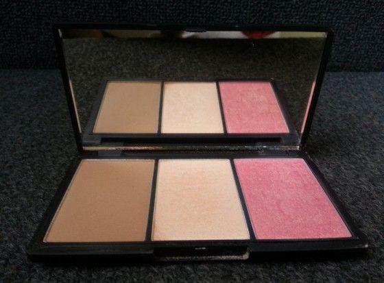 Sleek MakeUp Face Contour Kit Box.
