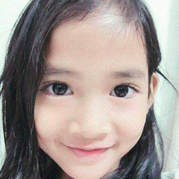 This photo & her smile make me cry :'( Rest in love lil angel... surga indah menantimu #RIPAngeline #StopChildAbuse