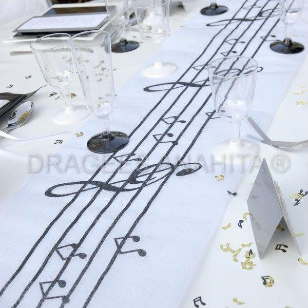 chemin de table musique un accord parfait avec les contenants drag es th me musique party. Black Bedroom Furniture Sets. Home Design Ideas