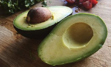 People Are Injuring Themselves Cutting Avocado Because The World Is So Impatient For Brunch