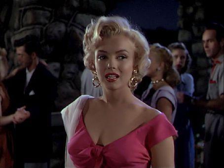 marilyn in niagara | Marilyn Monroe Picture #13918243 - 454 x 340 - FanPix.Net