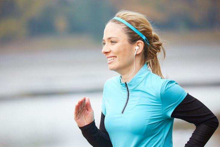 Yvette Sports Blue Ocean Outfit - Mit diesem Outfit ist ein perfektes Laufklima garantiert. Der luftige Stoff absorbiert Feuchtigkeit zuverlässig und du kommst nicht ins Schwitzen! #yvettesports #yvette #secondtonone #runningoutfit #runningshirt #laufshirt #longsleeve #mesh #sportshirt #marathon #training #laufenmachtglücklich