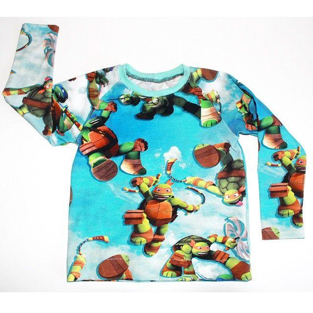 Gårsdagens fødselsdags bluse med ninja turtles stoffet er fra @stofdepotet  #bluse #syselvtilbørn #syning #Davidsgarderobe #brinehskrea #sytilbørn #sew #sewing #ninjaturtles #stofdepotet