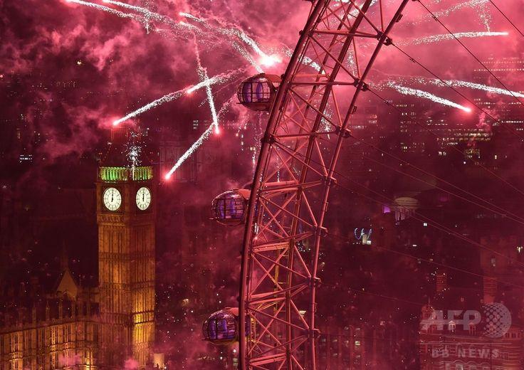 ロンドン(London)の観光名所ビッグベン(Big Ben)のそばで、新年を祝い打ち上げられる花火(2015年1月1日撮影)。(c)AFP/BEN STANSALL ▼2Jan2015AFP|2015年幕開け、世界各地で新年祝う花火 http://www.afpbb.com/articles/-/3035485 #Happy_New_Year_2015_London #Fireworks