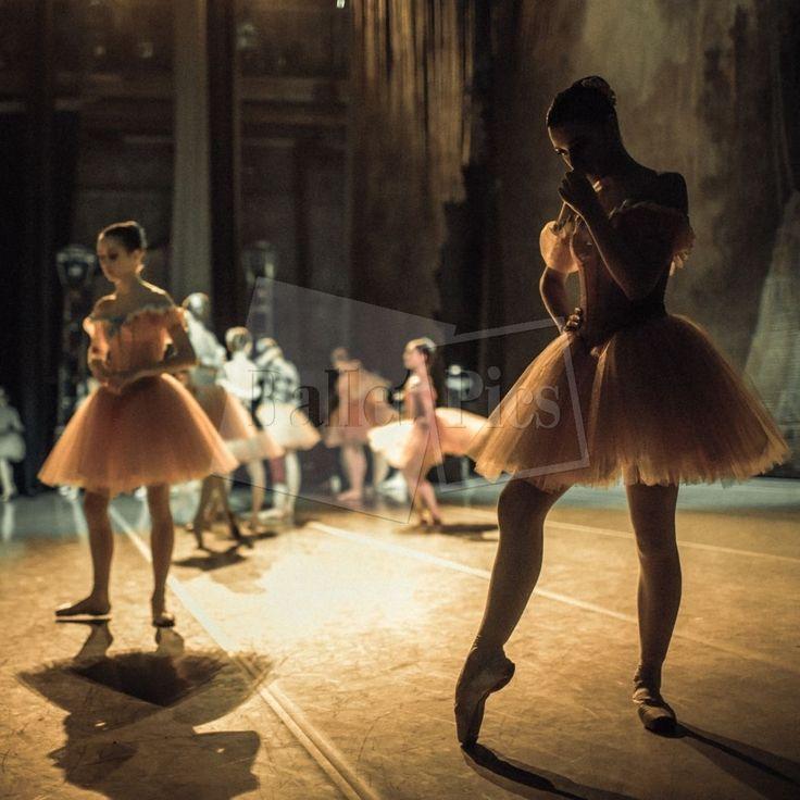 """K. Kravtsova, """"Bailarinas en el backstage"""" - BalletPics.net"""