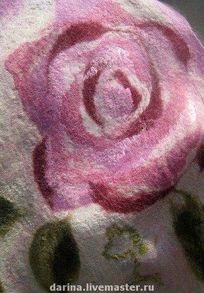 Купить или заказать шарф валяный из войлока и шелка  'Розы' в интернет-магазине на Ярмарке Мастеров. Шарф из войлока с розами.Очень нежный шарф в технике 'нуновойлок'. Розы могут быть расположены также на светло-сером фоне. По желанию цвет роз может быть изменен.