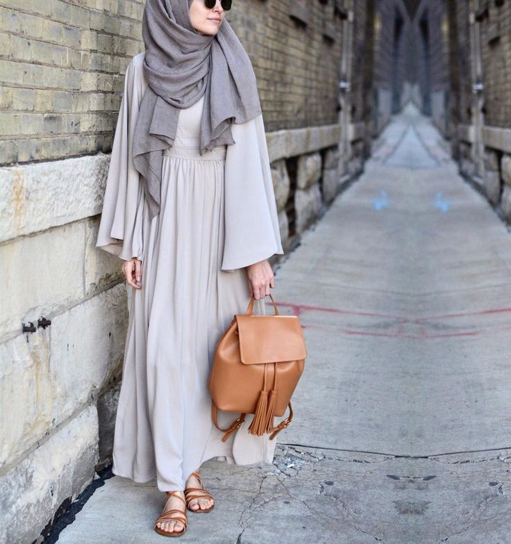 """ELİF DOĞAN บน Instagram: """"Minimalist inspiration from @inayahc! Ive been waiting for this beautiful maxi dress with binding detail for Eid 😍 • • #hijabfashion…"""""""
