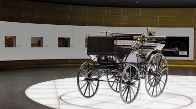 For Gottlieb Daimler and Wilhelm Maybach, the riding car was an early test vehicle for their small high-speed internal combustion engine, the so-called Grandfather Clock.