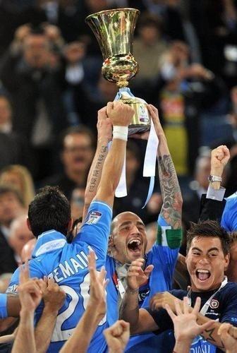 Un anno fa'... 20/05/2012 GRAZIE RAGAZZI!!!! <3 Cannavaro alza la coppa #ForzaNapoliSEMPRE