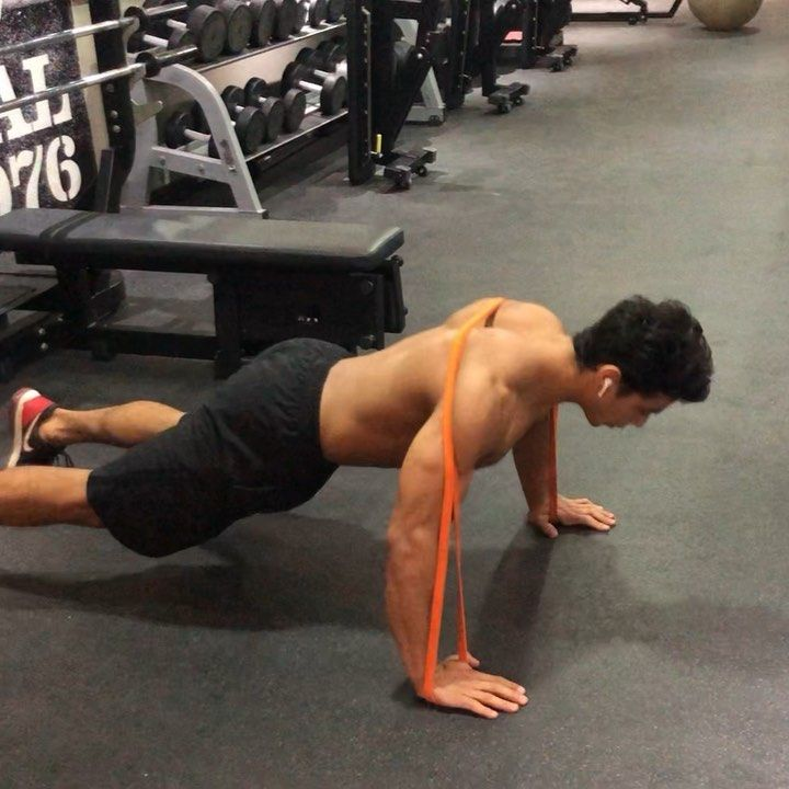 تكملة تمارين الجزء العلوي للجسم بالباند لزيادة حرق الدهون وشد الجسم علشان تساعدك علي حرق ال Workout Gym Gym Equipment