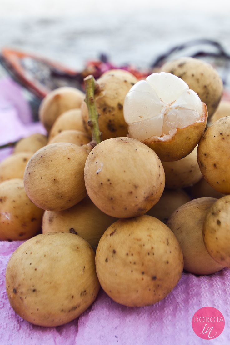Longkong czyli pyszny owoc tropikalny z Azji. Kiść longkongu wygląda jak: garść młodych ziemniaków ;).  http://dorota.in/longkong/  #owoce #zdrowie #dieta #health #fruit
