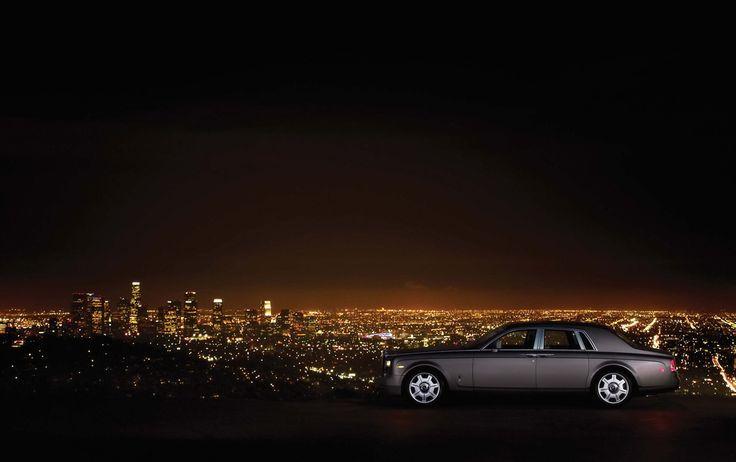 Rolls Royce Phantom 6.7 V12 de 2005. 460 CV. Al fondo la ciudad de Los Angeles, California, USA.