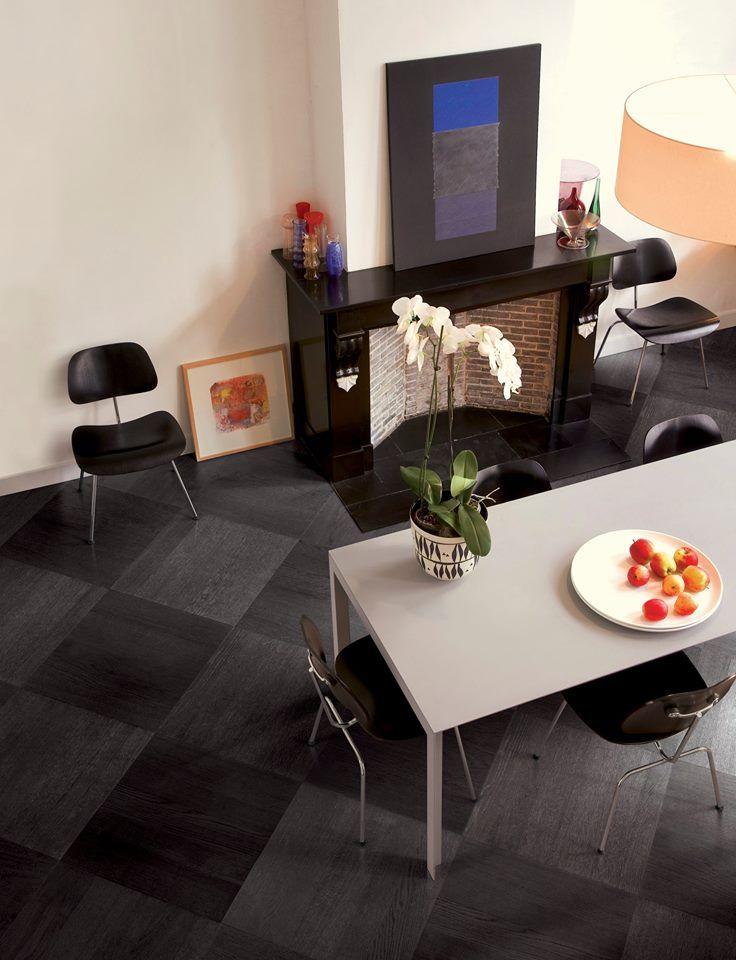 Découvrez une nouvelle dimension et élégance à votre salle à manger avec le Wood+ Oak Black Pearl.