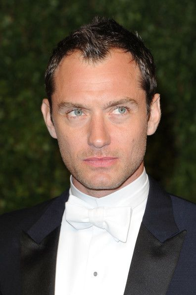 Jude Law Photos - Actor Jude Law arrives at the Vanity Fair Oscar party hosted by Graydon Carter held at Sunset Tower on February 27, 2011 in West Hollywood, California. - Jude Law Photos - 2818 of 4381
