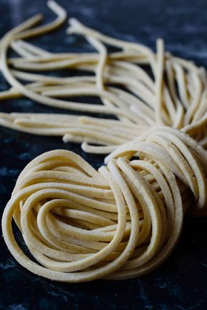 Es fácil preparar fideos ramen caseros para elaborar tu propia sopa ramen, deliciosa y con todas las verduras que te apetezcan.
