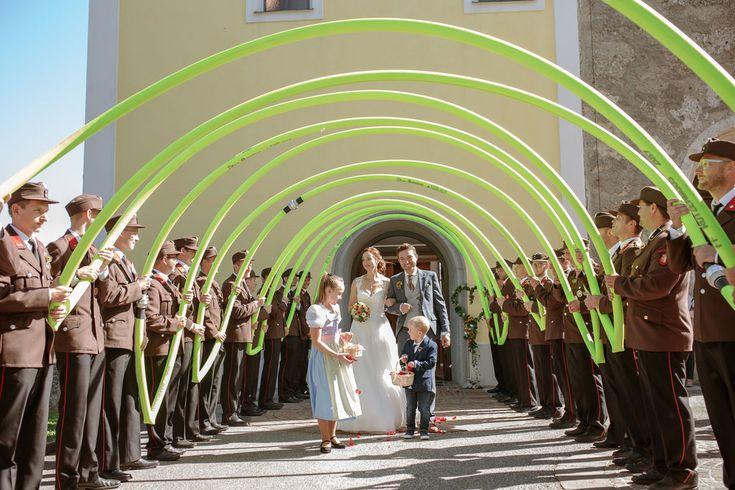 Brautpaarshooting Im Schloss Ort Gmunden Oberosterreich Kirchliche Trauung In Der Evangelischen Kirche In Rut In 2020 Kirchliche Trauung Kirchen Evangelische Kirche