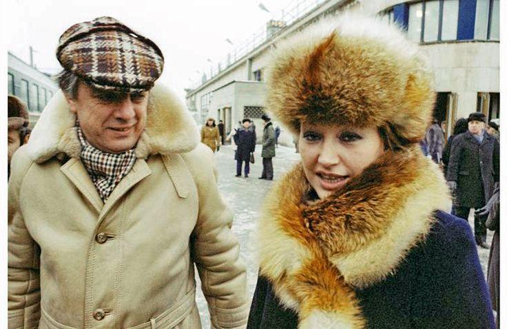Раймонд Паулс и Алла Пугачева на вокзале. 80-ые годы.