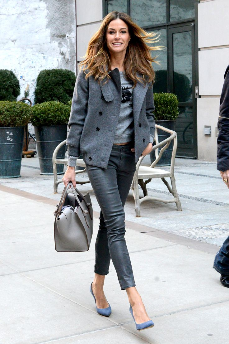 Kelly Killoren-Bensimon shuts it down on the streets of New York in a monochromatic grey outfit. So 50 shades!