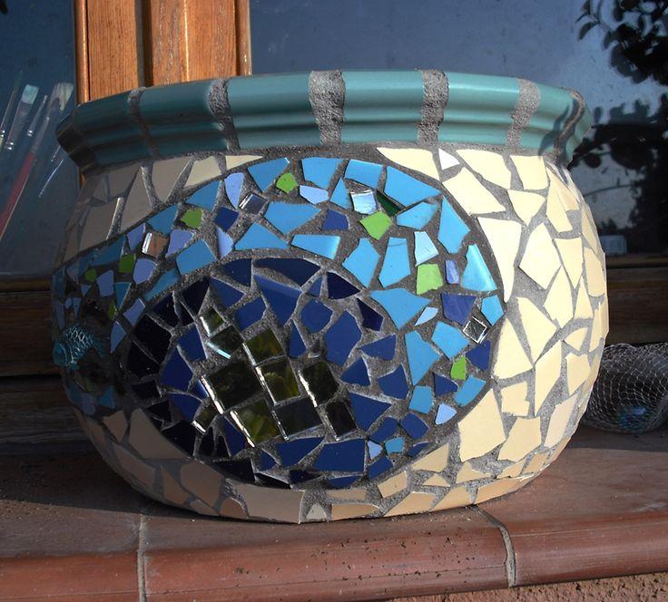 Maceta decorada en trencadís o mosaicos nº4 (vista A) http://joanserinya.blogspot.com.es/
