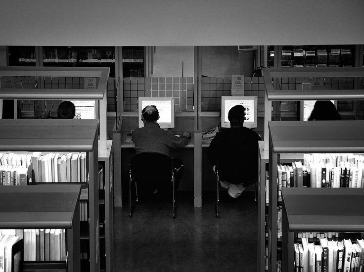 Vous trouverez ci-dessous plus de 50 heures de vidéo des experts du moment sur les questions du numérique dans l'éducation : Cultures numériques Culture numériquepar Hervé Le Crosnier, CEMU …