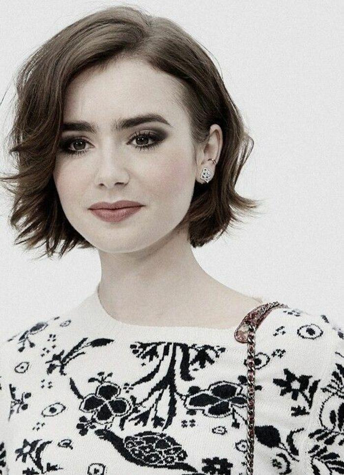 coiffure femme carré court avec une raie de coté look naturel
