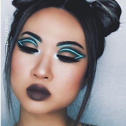 Neon liner : après le simple trait d'eyeliner, il était temps de voir un peu de nouveauté avec le neon liner. De plus en plus répandu chez les instagrameuses makeupartists, l'eyeliner fluo version 80's apporte une réelle touche graphique au maquillage des yeux. :zap: En espérant toutefois, que cette dernière tendance comme tout ce qui est In sur Instagram ne se développe pas chez les femmes qui se maquillent dans la vie de tous les jours... :eyes: . . . . . @divinamuse #neonline