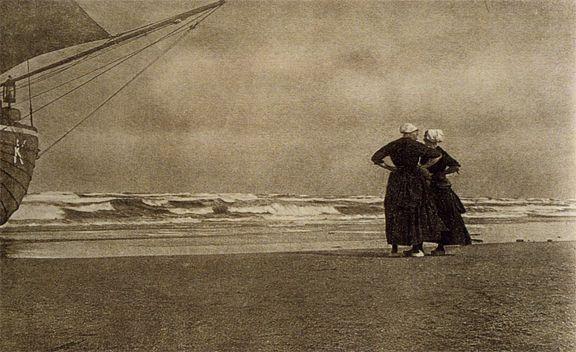 Alfred Stieglitz, Gossip—Katwyk, 1894 (published in Camera Work 1905) #ZuidHolland #Katwijk