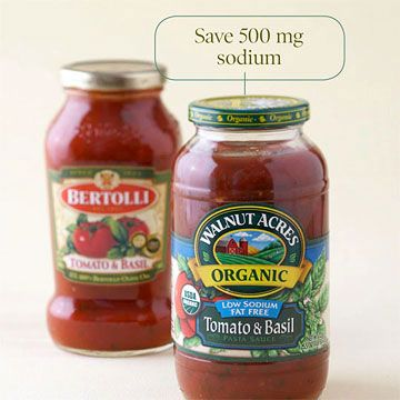 Heat and serve pasta sauce is quick and convenient but is often high in sodium. Low-sodium varieties are available, but you're more likely to find them at natural food stores. Higher sodium: Bertolli Tomato & Basil Spaghetti Sauce. Per serving (1/2 cup): -- Calories: 80 -- Fat: 2 grams -- Sodium: 520 milligrams Low sodium: Walnut Acres Organic Low Sodium Tomato & Basil Pasta Sauce. Per serving (1/2 cup): -- Calories: 40 calories -- Fat: 0 grams -- Sodium: 20 milligrams