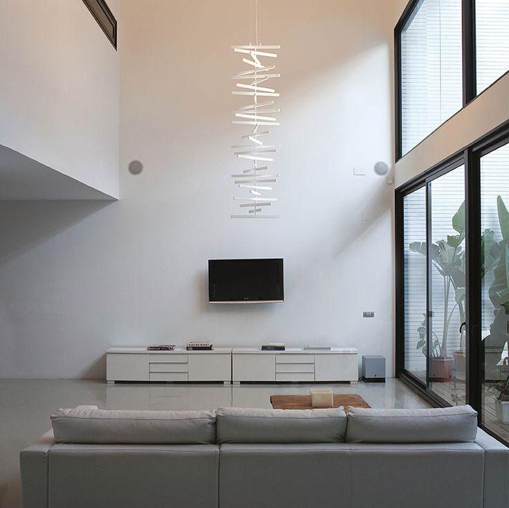 Lámparas colgantes Rhythm: luminarias de suspensión verticales con dos opciones: con luz hacia abajo - general, y con luz hacia arriba - indirecta. LED.