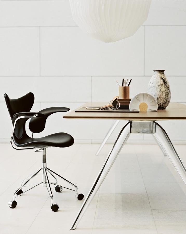 Liljan (Lilly) Office Chair, Fritz Hansen. Design by Arne Jacobsen.