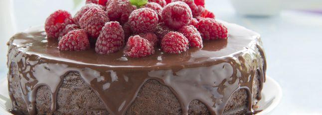 Prepariamo la Cheesecake dandole tutto il gusto del cioccolato! In questa sfiziosa ricetta, trasformiamo il nostro dolce in una bontà infinita.