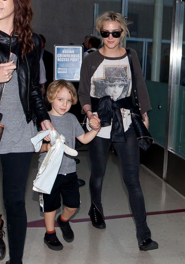 Ashlee Simpson - Ashlee Simpson Arrives in LA with Her Son — Part 2 - May 23, 2013