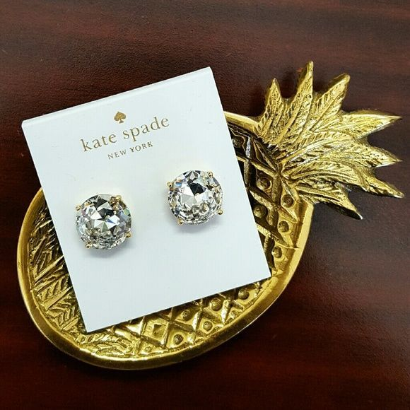 Back in Stock! Kate Spade Lg Gumdrop Studs Crystal Back in stock! Price firm unless bundled- Absolutely gorgeous, NWT Kate Spade large gumdrop studs with stunning, faceted clear crystal stones, 14K gold- plated hardware and post backs. Ships w/ Kate Spade dust bag. kate spade Jewelry Earrings