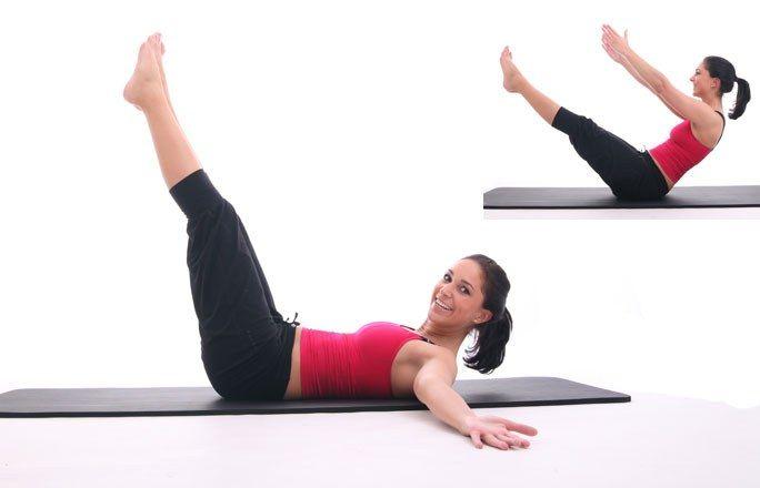 Równolegle - Ćwiczenia na płaski brzuch i boczki - 7 NAJLEPSZYCH (zdjęcia+opisy) - To ćwiczenie nie jest łatwe, ale daje wspaniałe efekty. Opis ćwiczenia: Połóż się na plecach. Unieś wyprostowane nogi, przenieś je nieco w przód, by je utrzymać napnij mocno mięśnie brzucha...