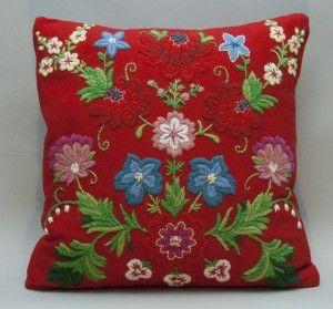 The Hagen cushion, material kit. Swedish wool embroidery | Hagen, materialsats
