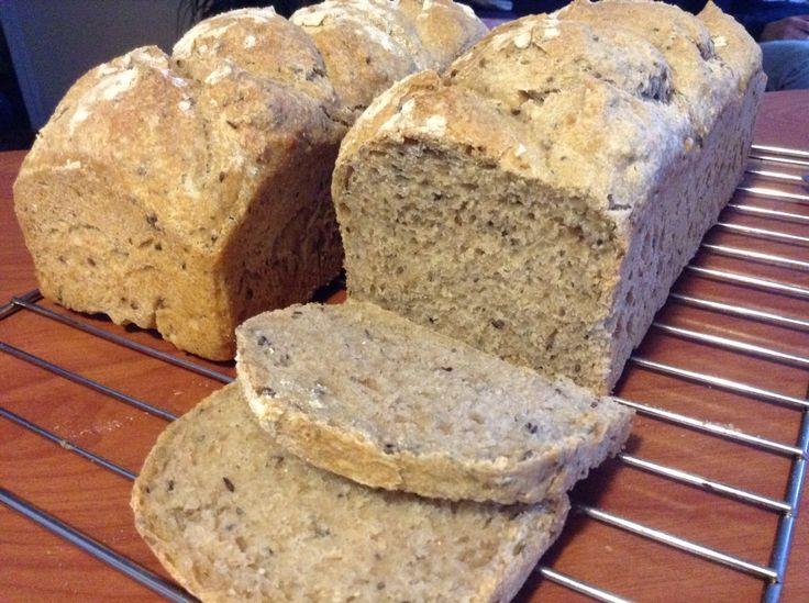 Pan de molde integral. Hecho con masa madre y semillas de chia, linaza y maravilla.