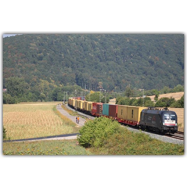ES 64 U2 - 012 von TX Logistik zieht einen Containerganzzug aus Frankfurt kommend in Richtung Würzburg.  Aufnahmeort: Wernfelder Kurve  #railways_ge #_rsa_theyards  #royalsnippingartist #tremstations #trb_express #trains_worldwide #train_fantastics_4life #eisenbahnbilder #eisenbahnfotografie #jj_transportation #tv_transport #splendid_transports #loves_transports #photo #photos #pic #pics #picture #pictures #snapshot #beautiful #instagood #picoftheday #photooftheday #train_explorer #all_shots…