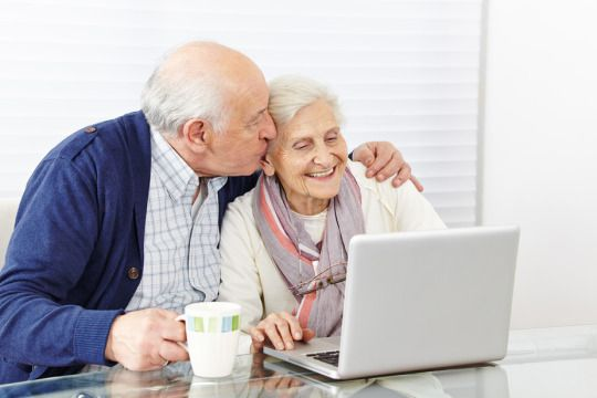 Pros and Cons of Senior Online Dating. #seniordating #onlinedating #dating