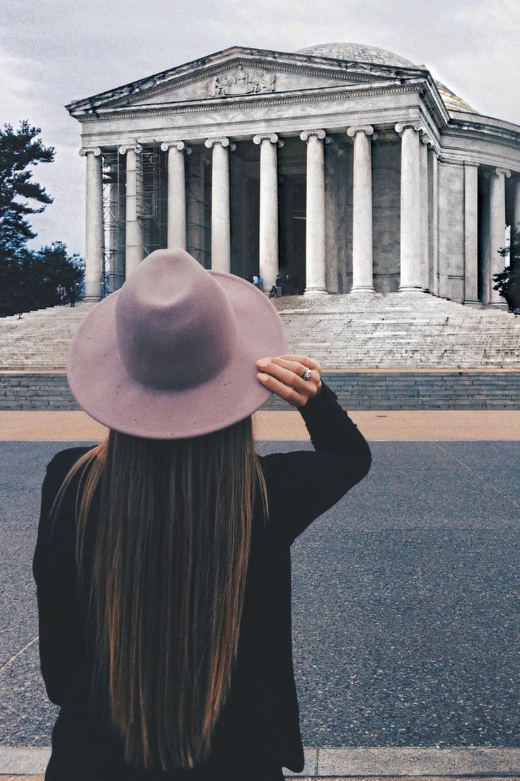 Getting to check another place off my bucket list this week. I've always wanted to visit Washington DC and I'm so excited to soak up all of the sights and history I possibly can. Our first stop was the Jefferson Memorial and I couldn't get over how massive and beautiful it was. I can't wait till tomorrow!