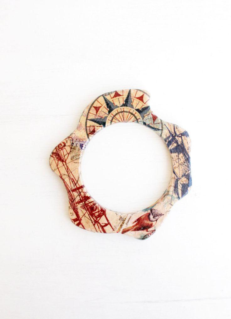 Bussola di aereo - nave - legno bangle geometrico - gioielli di decoupage - idee regalo - a mano - braccialetto moderno - unica - - rosso - blu- by TACEHandmade on Etsy