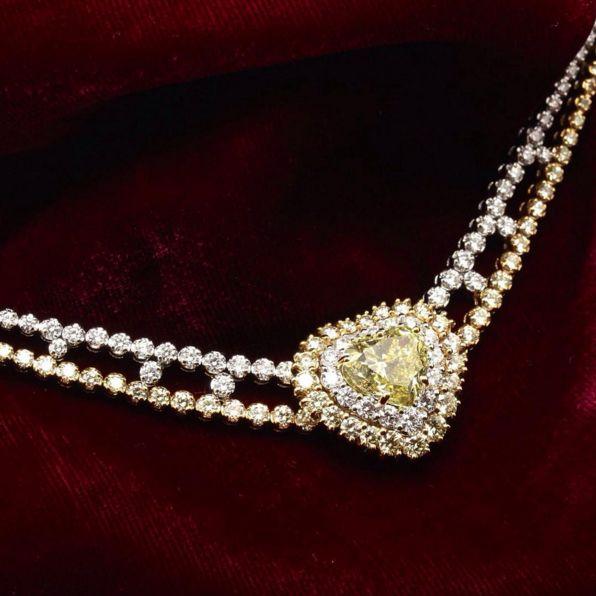 Gioielli da sogno per un giorno da Regina. Fantastic jewels for a day like a Queen.