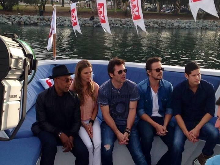 Lovely picture of our #Revolution cast at the 2013 @Comic_Con @billy_burke #DavidLyons @trspiridakos @quiethandfilms pic.twitter.com/1ehia0aLw0