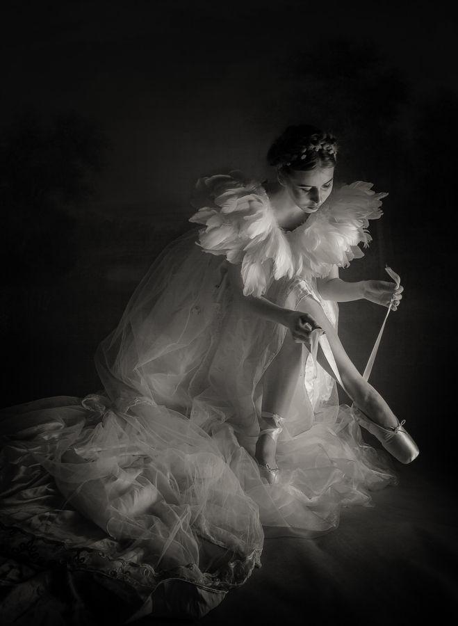 Ballerina in the dark by simon sun, via 500px